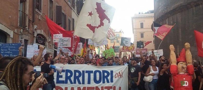 """il Sindaco De Magistris ai microfoni di Radiocittaperta durante la manifestazione """"Bagnoli arriva a Roma"""""""
