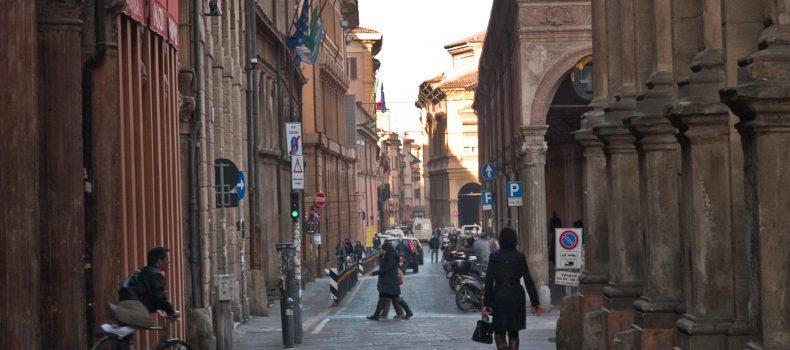 A Bologna cariche dentro l'Università: la risposta degli studenti