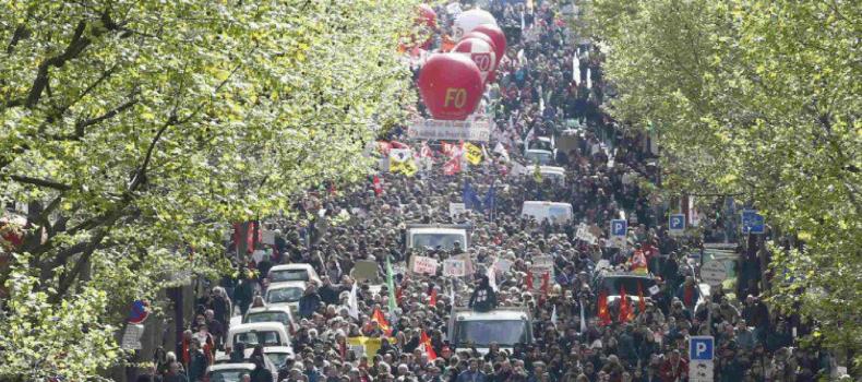 """Loi Travail, la Francia torna in piazza: """"No al colpo di Stato Sociale"""""""