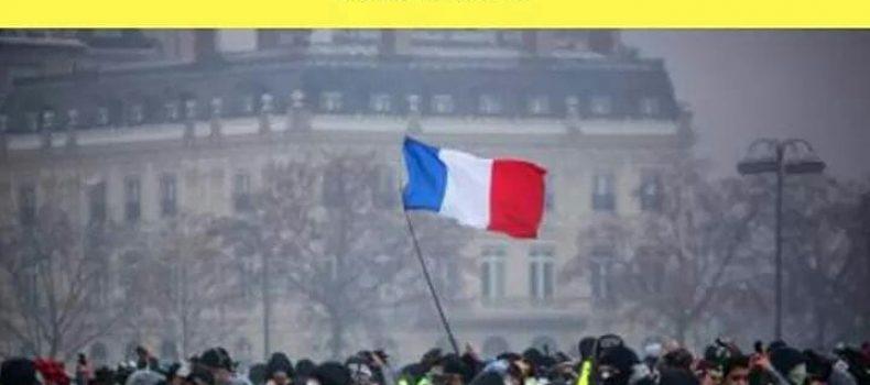 "A L'Ottavo Giorno i ""Gilet Gialli"" : chi sono e cosa vogliono i nuovi manifestanti francesi"
