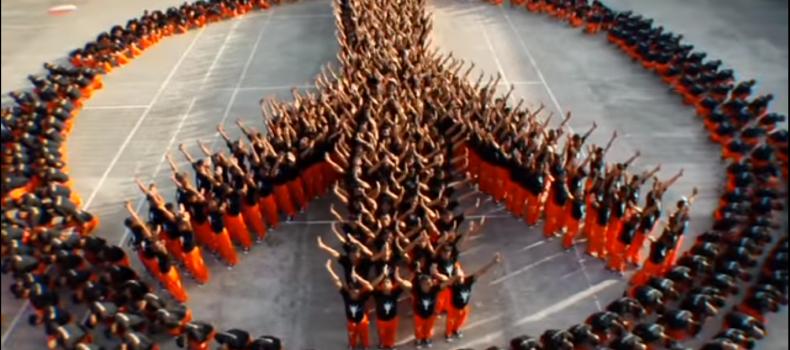 """Quando il coreografo di Michael Jackson insegnò a ballare """"They Don't Care About Us"""" ai detenuti filippini"""