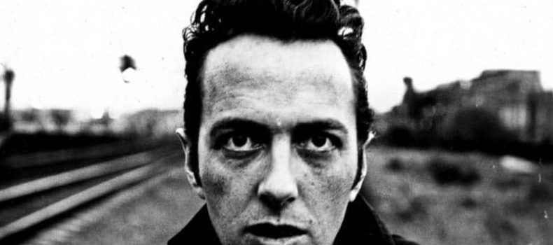"""""""The future is unwritten"""": ricordando Joe Strummer, cantante dei Clash e protagonista dell'epopea punk"""