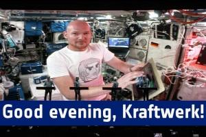 I Kraftwerk e il loro concerto spaziale con l'astronauta